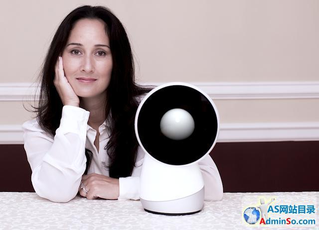 这款机器人助理萌萌哒:还能帮你搞定自拍哦