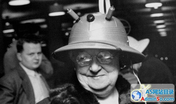 1949年的可穿戴式收音机:感觉萌萌哒