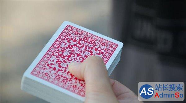 电脑将帮魔术师设计新节目 刘谦偷笑