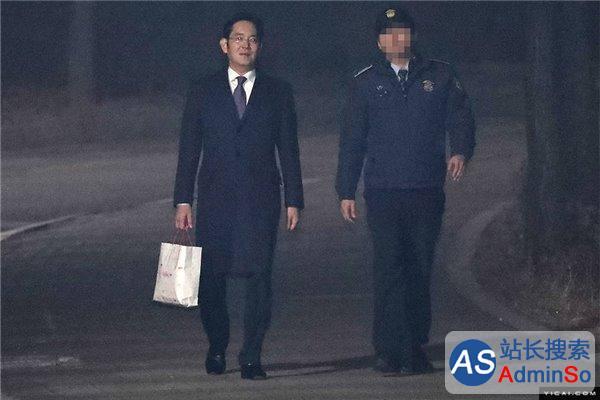 三星李在镕获释回家步履轻盈 韩法院驳回批捕提请