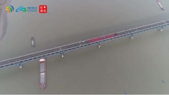 """南京长江大桥恢复通车在即,苏宁人为大桥""""洗新颜"""""""