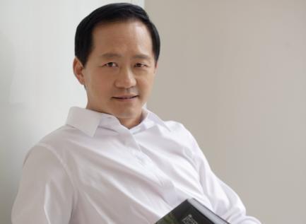 时尚集团董事长刘江突发疾病去世,享年62岁