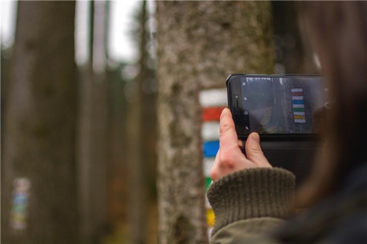 报告:95后每天使用手机8.33小时社交用时最长