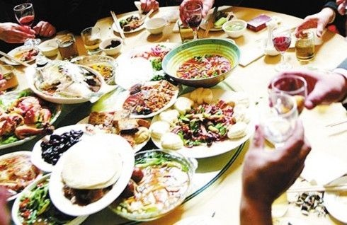1场家庭聚会4人确诊:哈尔滨公布两起因家庭聚集引发新冠病毒疫情案例