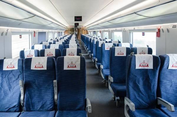 铁路部门再次延长免费退票时限组织旅客车内分散就坐