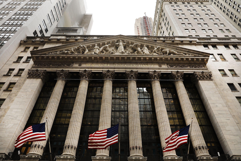 4月第一天美股大幅收低,道指跌近千点,特斯拉跌8%