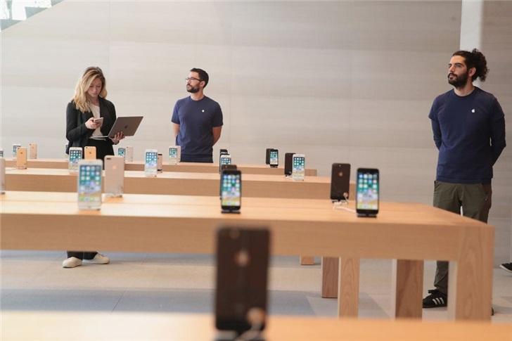 苹果要求部分零售店员工在闭店期间在家工作,买办公桌椅会报销100美元