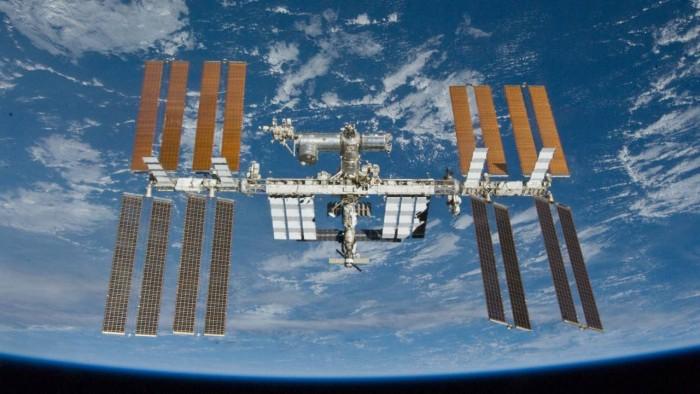 国际空间站宇航员在最近一次太空行走中更换了老化的电池
