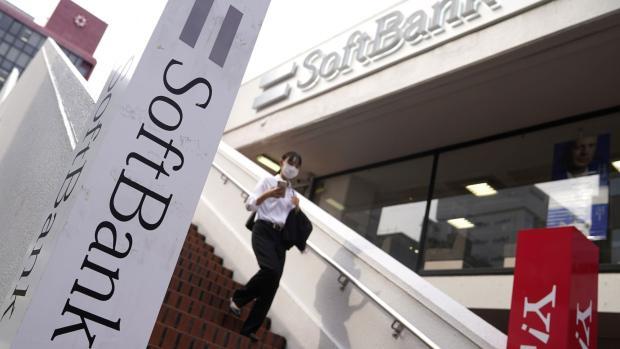 软银宣布拟出售日本子公司1/3股份后者股价跌3.4%