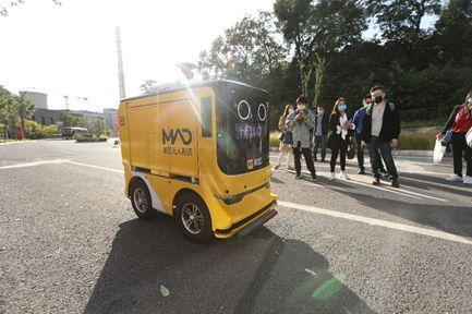 美团首家AI智慧门店落地北京首钢园区用无人车送货