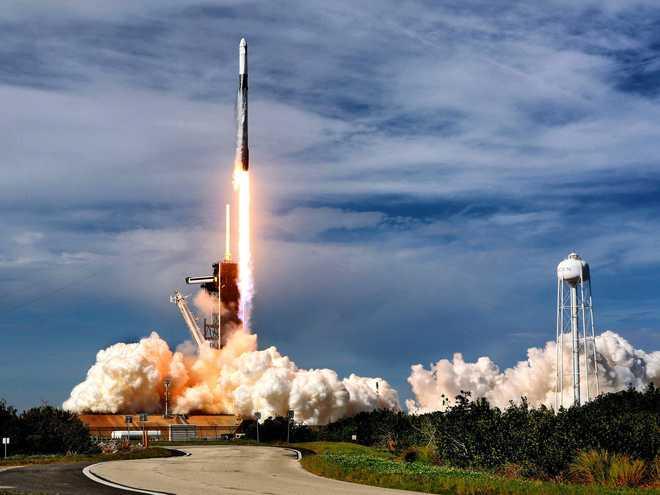 文件显示SpaceX有近万名员工,仍在大量招聘