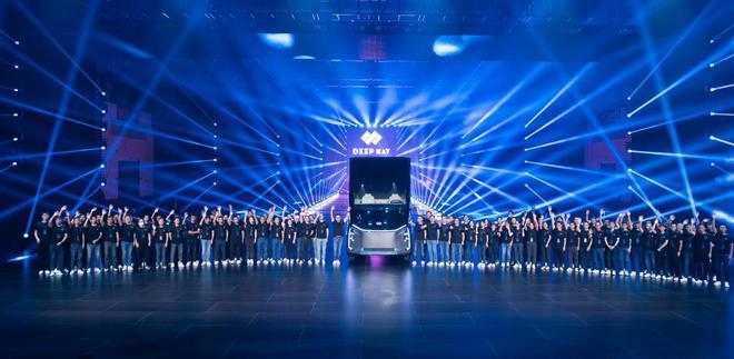 百度、狮桥联合打造新能源卡车造车公司DeepWay,发布首款智能新能源重卡