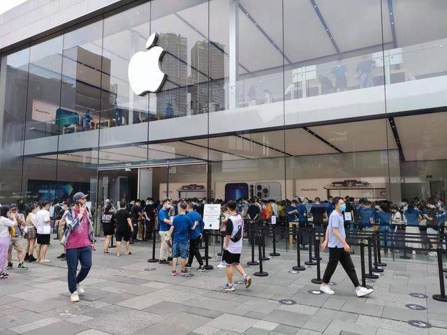 iPhone发售冰火两重天:13破发,Pro加价过千